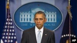 바락 오바마 미국 대통려이 13일 파리 연쇄 테러 공격과 관련해 백악관에서 긴급 기자회견을 하고 있다.