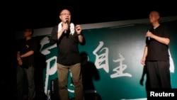 Người đồng sáng lập Phong trào Chiếm TrungChan Kin-man đã đưa ra lời xin lỗi cộng đồng doanh nghiệp Hong Kong. và cầu xin sự kiên nhẫn.