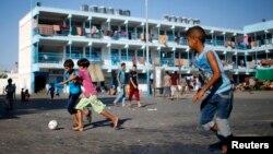 Palestinski dečaci u izbegličkom kampu