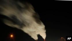 美国堪萨斯州一个燃煤发电厂 (2012年档案照片)