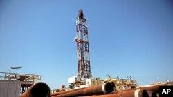 南苏丹的石油钻探工地上堆满油管(资料照片)
