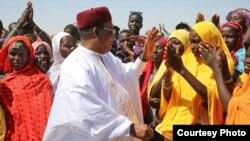 Le président nigérien Issoufou Mahamadou avec les populations de Diffa, le 9 novembre 2019. (Crédit : Présidence de la république du Niger)