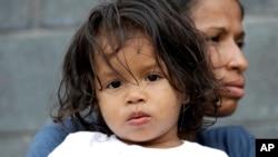 19-mesečni Hesus Funjes i njegova majka Diva Funjes, imigranti iz Hondurasa.