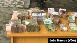 Dinheiro apreendido a um cidadão chinês em Cahota, Benguela, Angola
