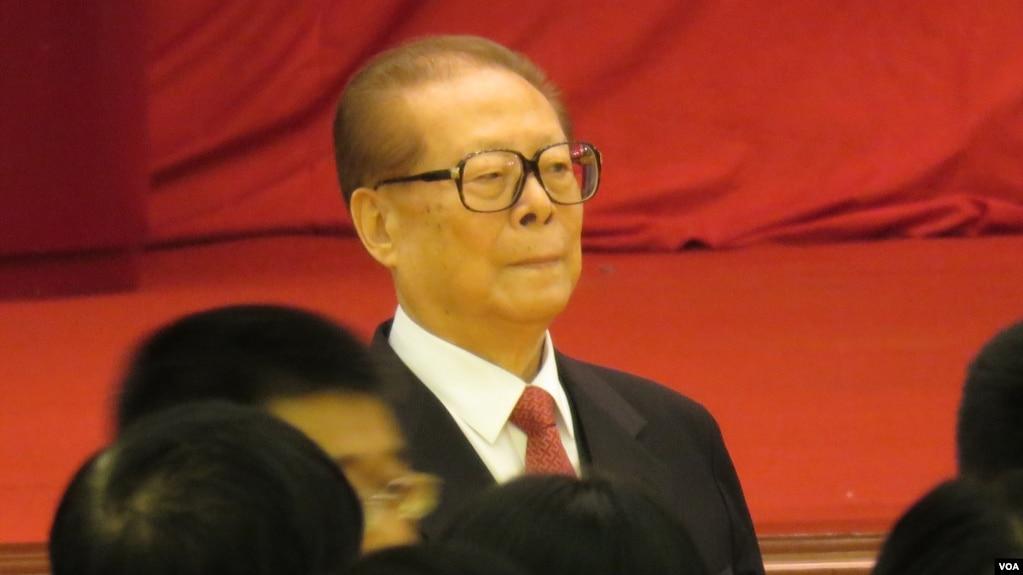 江澤民進入北京人民大會堂慶祝國慶65週年(2014年9月30日,美國之音東方拍攝)