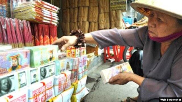 Tiền âm phủ được bày bán ở Việt Nam. (Ảnh chụp màn hình trang web zing.vn).