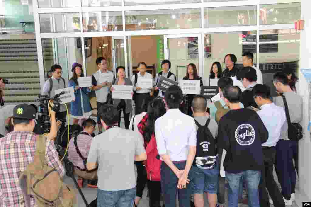 香港多个传媒组织港大请愿(美国之音图海彦拍摄 )
