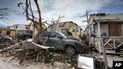 بخشی از خسارات تندباد دریایی ایرما در جزیره ای در کارائیب که تحت کنترل مشترک فرانسه و هلند است.