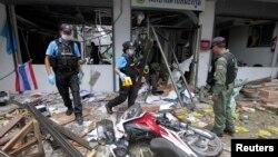 Nhân viên an ninh tại hiện trường sau một vụ tấn công ở tỉnh Pattani, miền nam Thái Lan.