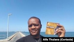 """Alfa Thulana: """"Nos bares, não troco o meu repertorio, apenas adequo a mensagem, partilho palavras de esperança, falo da libertação""""."""