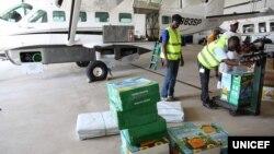 Pasokan bantuan peralatan dan obat-obatan untuk Ebola yang siap diangkut Liberia untuk organisasi Dokter Tanpa Batas.