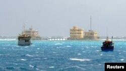 越南漁船在有爭議的南中國海捕漁。(2013年1月5日資料照片)
