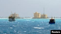 Tàu đánh cá Việt Nam gần đảo Đà Tây trong quần đảo Trường Sa.