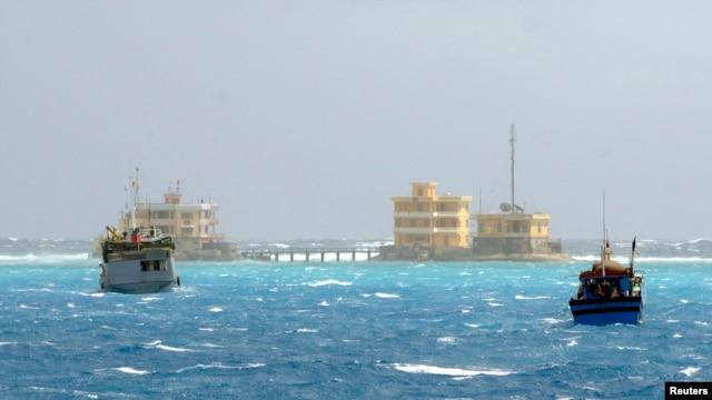 Kapal-kapal nelayan Vietnam dekat pulau Da Tay di kepulauan Spratly yang dipersengketakan dengan China. (Foto: Dok)