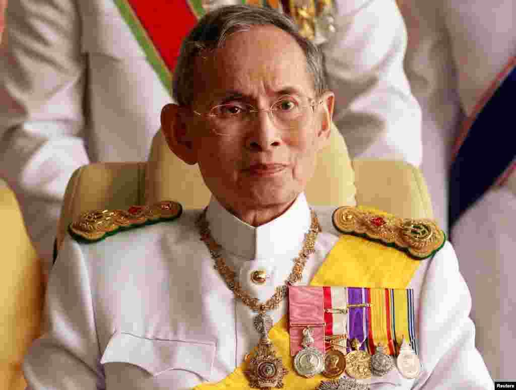 Thayland kralı Bhumibol Adulyadey