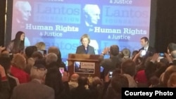 希拉里.克林顿获2013年兰托斯人权奖,图为颁奖会场。(兰托斯人权与正义基金会推特图片)