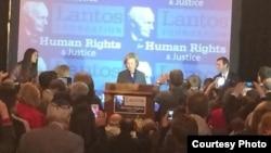 希拉里.克林頓獲2013年蘭托斯人權獎,圖為頒獎會場。 (蘭托斯人權與正義基金會推特圖片)