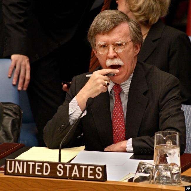 جان بولتون که پنجشنبه شب از سوی پرزیدنت ترامپ به عنوان مشاور امنیت ملی کاخ سفید منصوب شد، در دولت بوش در مقطعی کوتاه سفیر آمریکا در سازمان ملل بود.