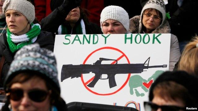 Warga AS melakukan unjuk rasa di Washington mendukung aturan soal pengawasan senjata api yang lebih ketat (26/1).