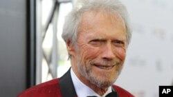 کلینت ایستوود بازیگر و کارگردان ۸۶ ساله هالیوود.