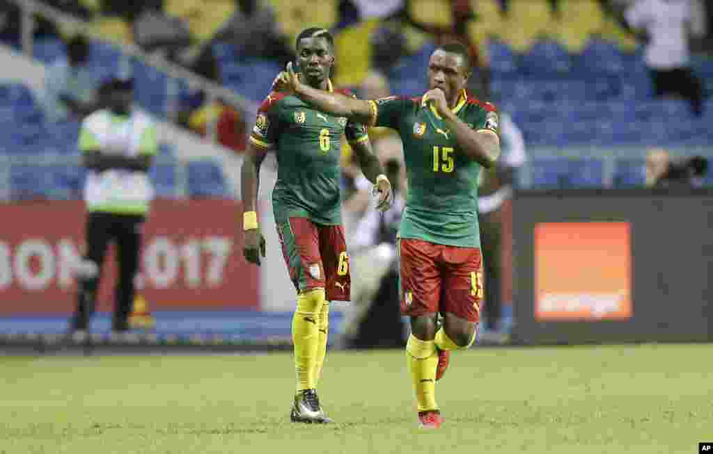 L'attaquant camerounais, Sebastien Clovis Saini, célèbre un but marqué contrelaGuinée-Bissau au Stade de l'Amitié, le 18 janvier 2017.