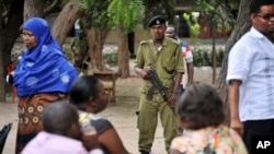 La police à Dar es Salam, Tanzanie, 25 octobre 2015.