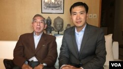 Cambodia scholar Sean Pengse, left, is pictured with VOA Khmer reporter Men Kimseng, right, at his home, Paris, France, September 2016. (Pin Sisovann/VOA Khmer)