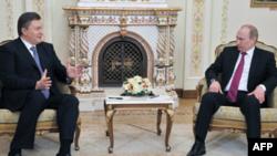 Виктор Янукович и Владимир Путин на встрече в Ново-Огарево