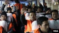 Kloter awal TKI yang mengungsi dari Libya, tiba di Bandara Internasional Soekarno-Hatta, Jakarta, pekan lalu (2/3).