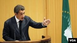 Presiden Perancis Nicolas Sarkozy saat menyampaikan pidatonya dalam KTT Uni Afrika di Addis Ababa, Minggu (1/30).