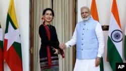 나렌드라모디인도총리와미얀마의실질적인지도자인아웅산수치외교부장관은19일인도뉴델리에서회담을가졌다.