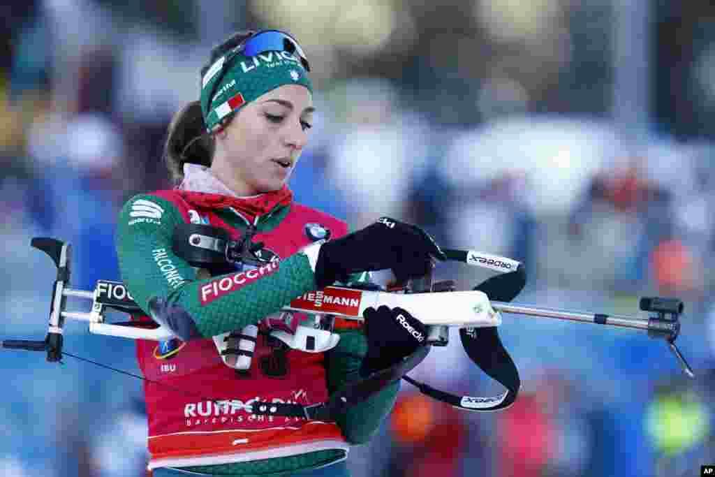 لیزا از ایتالیا یکی از شرکت کنندگان از جام جهانی «ورزش دوگانه» است که در آن ورزشکاران اسکی صحرانوردی و تیراندازی با هم مسابقه می دهند. این مسابقات امسال در آلمان است.