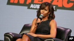 Ibu Negara Michelle Obama berbicara dalam diskusi panel di festival South by Southwest di Austin, Texas (16/3). (AP/Rich Fury)