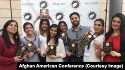 هشت جوان افغان که کنفرانس افغان های مقیم امریکا را در ایالت کالیفرونیا برگزار کردند.