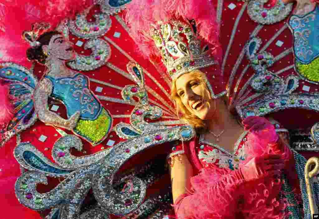 Каждый год на карнавале выбирают короля и королеву