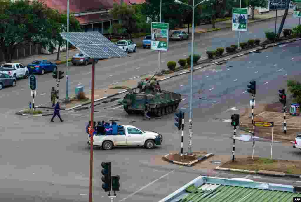 Des soldats dans les rues d'Harare, au Zimbabwe, le 15 novembre 2017.