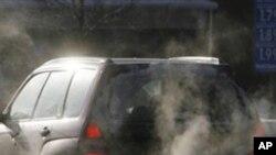 汽车排放的尾气是环保污染来源之一(资料照)
