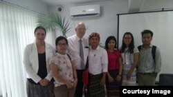 ကခ်င္ၿငိမ္းခ်မ္းေရးလႈပ္ရွားသူမ်ား ႏိုင္ငံတကာသံတမန္ေတြနဲ႔ေတြ႕ဆံု (Kachin Youth Movement)