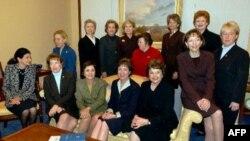 AQShning ayol senatorlari, 2000-yillar boshida olingan surat