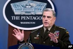 Jenderal Mark Milley berbicara pada konferensi pers di Pentagon, Rabu, 21 Juli 2021 di Washington. (Foto: AP/Kevin Wolf)