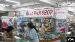 日本擴大在蒙古影響。烏蘭巴托的日本商店。