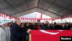 土耳其总统埃尔多安2020年2月29人在一名土耳其军人的葬礼上发表讲话。该军人是在叙利亚伊德利卜被打死的。