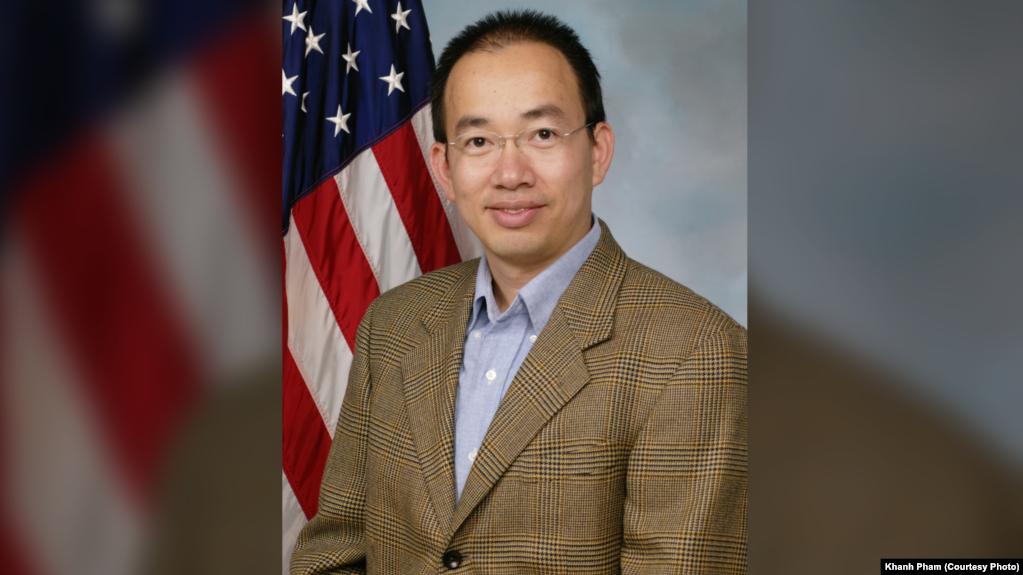 Tiến sĩ Phạm Đại Khánh là kĩ sư không gian cao cấp làm việc cho Bộ phận Phương tiện Không gian thuộc Phòng Thí nghiệm Nghiên cứu Không quân ở Căn cứ Không quân Kirtland, bang New Mexico.