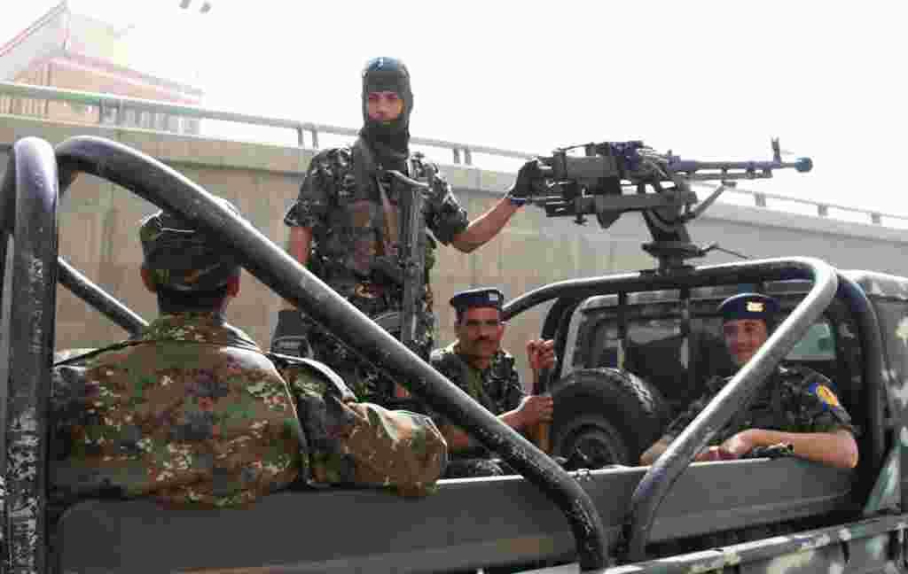 Penjagaan keamanan diperketat di Sana'a, 21 Februari (VOA - E. Arrott).