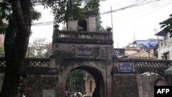 Ô Quan Chưởng được xây dựng năm 1749 dưới đời Lê và là cửa ô duy nhất còn lại trong số 16 cửa ô của toà thành