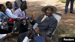 Le président ougandais Yoweri Museveni tient une conférence de presse à Kirihura, dans l'ouest de l'Ouganda, 18 février 2016.
