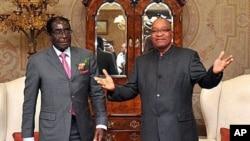 South African President Jacob Zuma (R) poses with Zimbabwe President Robert Mugabe before talks, in Pretoria, June 10, 2011