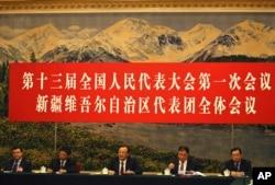 2018年3月13日,中国十三届全国人大一次会议新疆代表团全体会议向媒体开放。 新疆维吾尔自治区主席雪克来提·扎克尔讲话。