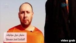 Ảnh ký giả Steven Sotloff trích từ video