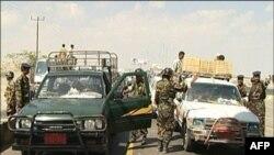 Lực lượng an ninh Yemen thiết lập chốt kiểm soát ở thành phố Aden sau vụ tấn công vào các cơ sở an ninh và tình báo ở miền Nam Yemen khiến ít nhất 3 người thiệt mạng hôm 14/7